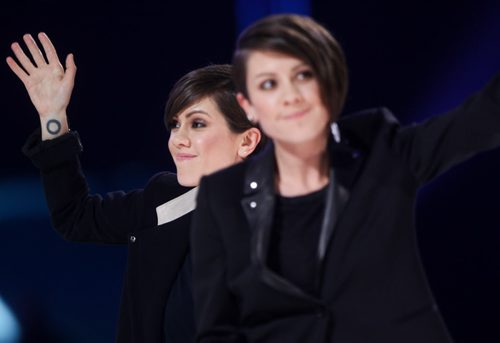Tegan and Sara win group of the year at 2014 Juno Awards. (Joe Bryksa/ Winnipeg Free Press)