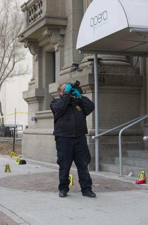 140504 Winnipeg - DAVID LIPNOWSKI / WINNIPEG FREE PRESS (May 04, 2014)  Members of the Winnipeg Police Service were on the scene of a homicide outside of Opera Ultralounge on Main Street Sunday morning.