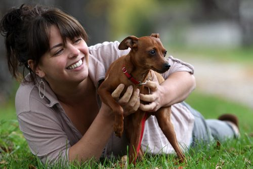 Dog owner Katie Muirhead is looking for the driver of a truck who struck her puppy- a miniature pinscher named –Petri- on Cambridge Street in  River Heights.-See Gordon Sinclair story- Sept 29, 2014   (JOE BRYKSA / WINNIPEG FREE PRESS)