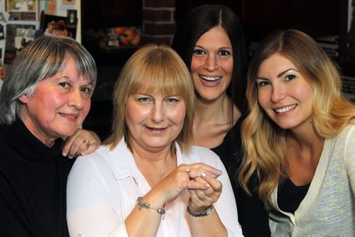 LOCAL - found ring story - Shirley Snyder, Sharon Hill, Jill Krahn, and Jamie Hill pose for a photo with Sharon's long lost ring. BORIS MINKEVICH / WINNIPEG FREE PRESS December 9, 2014