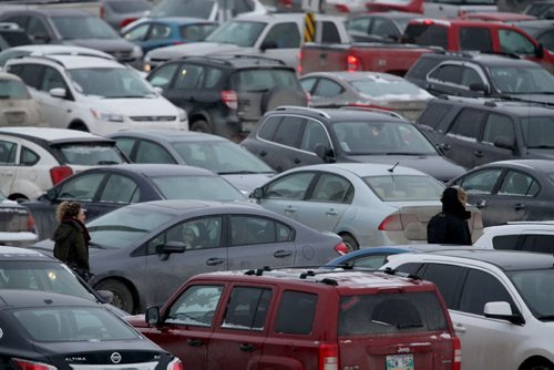The parking lot at Polo Park mall is completely packed for Boxing Day shopping, Friday, December 26, 2014. (TREVOR HAGAN/WINNIPEG FREE PRESS)