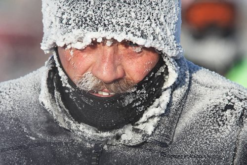 Runners brave temperatures that started around -32C at FortWhyte Alive to take part I the Hypothermic Half Marathon early Sunday morning.  150222 February 22, 2015 Mike Deal / Winnipeg Free Press