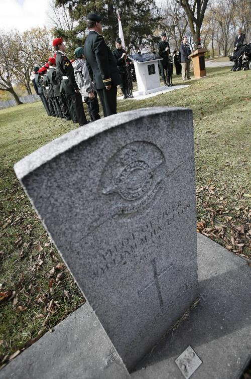 John Woods / Winnipeg Free Press / September 30/07- 070930  - Winnipeg Grenadiers stand on guard at an unveiling ceremony at Brookside Cemeraey.  Veterans Affairs Canada and the Hong Kong Veterans Association unveiled a Hong Kong Veterans plaque dedicated to the Winnipeg Grenadiers at Brookside Cemetery in Winnipeg Sunday September 30/07.