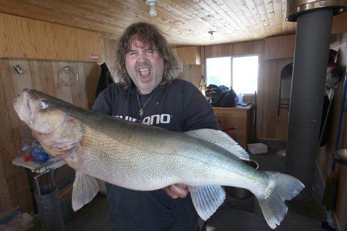 The winnipeg free press store for Lake winnipeg ice fishing
