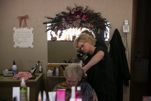 Sherry ____  cuts Jan Helgeson's hair in her Minnewaukan hair salon. See story by Mary Agnes Welch June 19, 2015 - MELISSA TAIT / WINNIPEG FREE PRESS