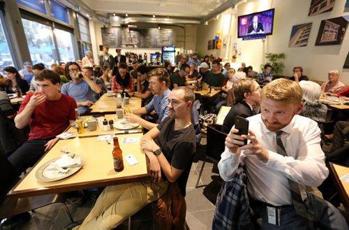 Crowd watching the leaders debate at the Free Press News Cafe, Thursday, September 17, 2015. (TREVOR HAGAN / WINNIPEG FREE PRESS)