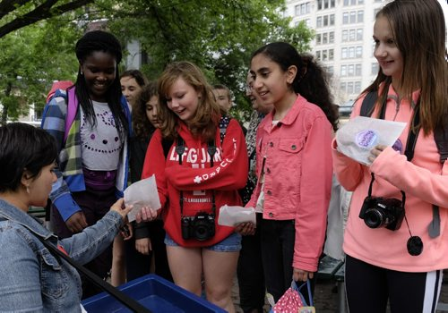 ZACHARY PRONG / WINNIPEG FREE PRESS  Amanda Connolly of United Way hands cookies to Acadia Junior High School students at Old Market Square on June 22, 2016. From left to right, Ini Odimayomi, Tia Pollen, Enti Sadik and Natalia Kalichak.