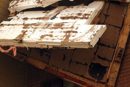 BORIS MINKEVICH / WINNIPEG FREE PRESS One side of an apartment complex called Parkway Plaza at 2000 Sinclair (near Leila) was victim to a vicious storm that passed through Winnipeg this evening. It ripped the roof off one building. July 20, 2016