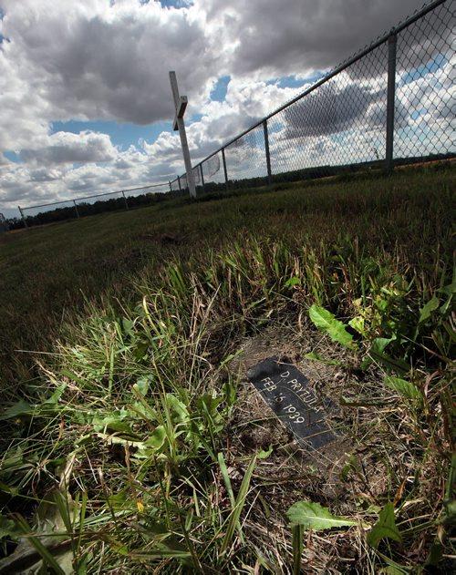 PHIL HOSSACK / WINNIPEG FREE PRESS - A grave marker rests in prairie ...: store.winnipegfreepress.com/photostore/photo-details/170264