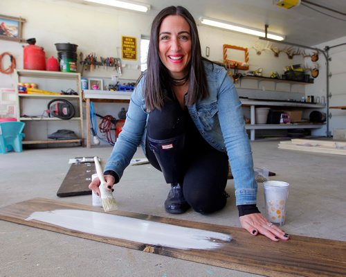 BORIS MINKEVICH / WINNIPEG FREE PRESS INTERSECTION - Julie Carriere's business is called Coco Kisses Designs. Julie makes decorative signs for kitchens and cottages, as well as wedding boards for newly married couples (guests sign the boards), growth charts for kiddies. Here Julie paints one of her creations.  DAVE SANDERSON STORY. May 19, 2017