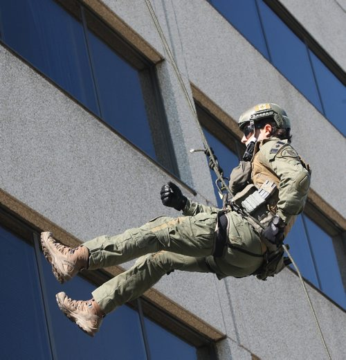 JOE BRYKSA / WINNIPEG FREE PRESSAs part of Canada 150 celebrations RCMP D Division Headquarters invited the public to come and view, meet their Manitoba RCMP and have a chance to view RCMP equipment and see demonstrations- RCMP Emergency Response Member repels from the roof of D Division headquarters during open house  -  July 07 , 2017 -( Standup Photo)