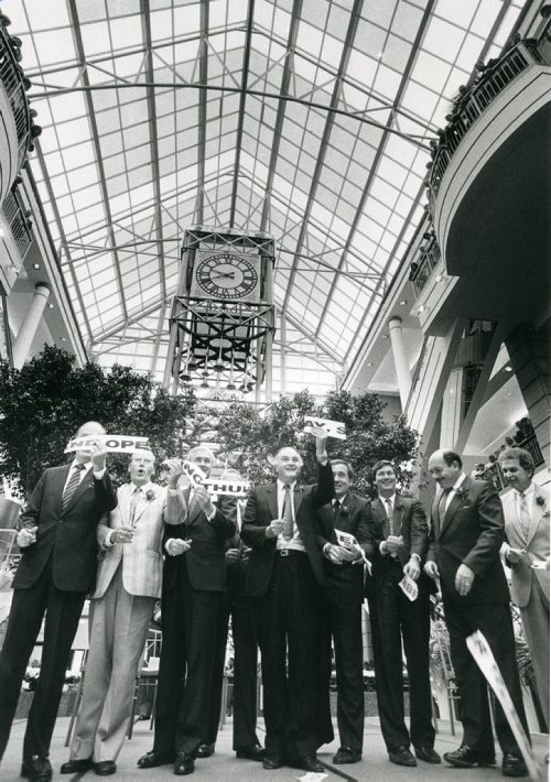 KEN GIGLIOTTI / WINNIPEG FREE RPESS Politicians and North Portage Development Corp. officials snip the ribbon. Sept. 18, 1987.