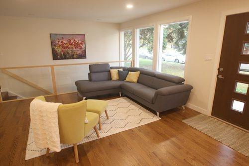 JOE BRYKSA / WINNIPEG FREE PRESS3 Mowhawk Bay -Living room -Oct 03, 2017 -( See Todd Lewys story)