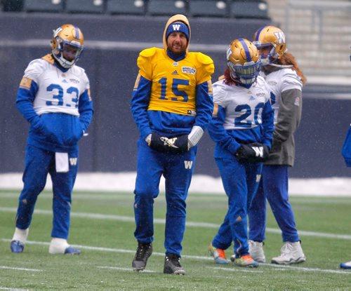 BORIS MINKEVICH / WINNIPEG FREE PRESS Winnipeg Blue Bombers practice at IGF. Quarterback #15 Matt Nichols. Nov. 8, 2017