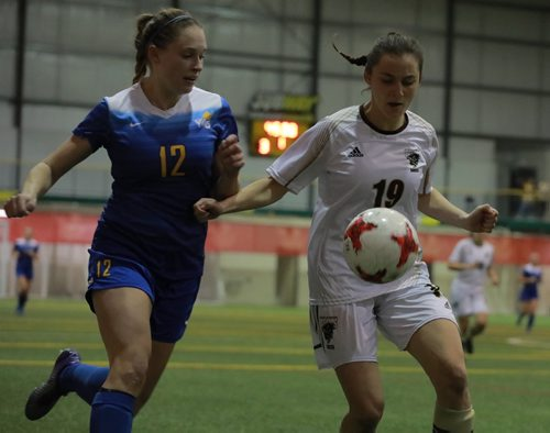 COLIN CORNEAU / WINNIPEG FREE PRESS University of Manitoba Bisons' Katherine Meo fields the ball with University of Victoria Vikes' Georgia Bignold in pursuit during championship match play in the 2017 U Sports Women's Soccer National Championship. November 12, 2017