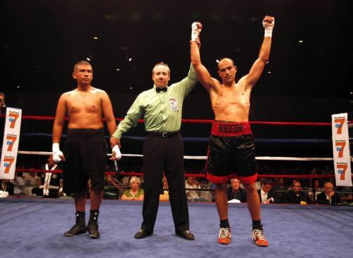 """BORIS.MINKEVICH@FREEPRESS.MB.CA  100708 BORIS MINKEVICH / WINNIPEG FREE PRESS Larry """"Razor"""" Sharpe fights Jose Corral. Sharpe wins."""