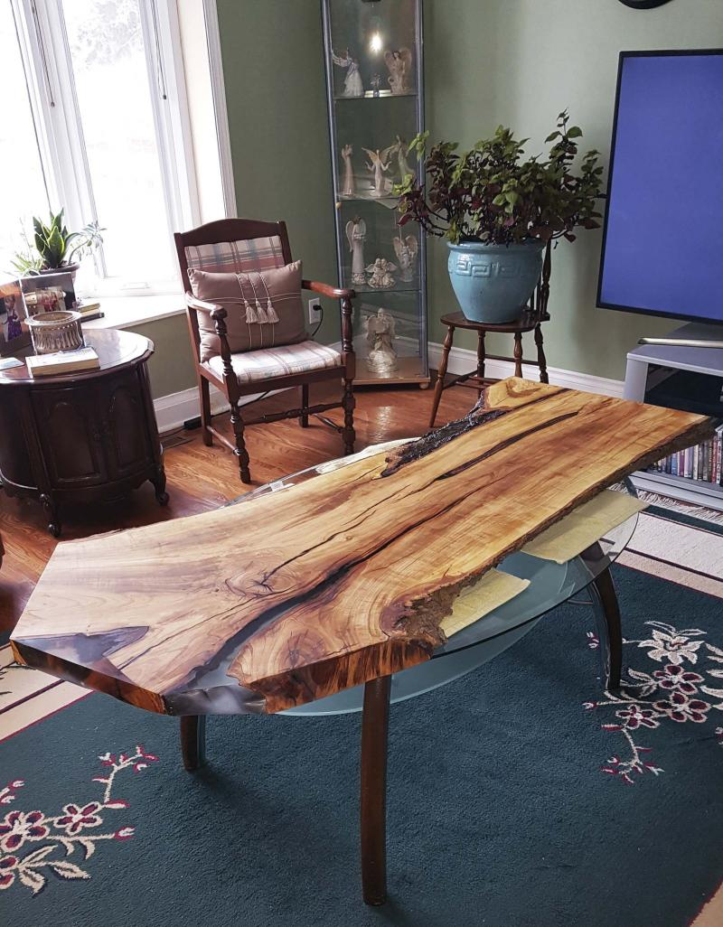<p>Supplied </p><p>Winnipegger Bob Russell sells wood slabs to people with a DIY project in mind, but also takes custom orders.</p>