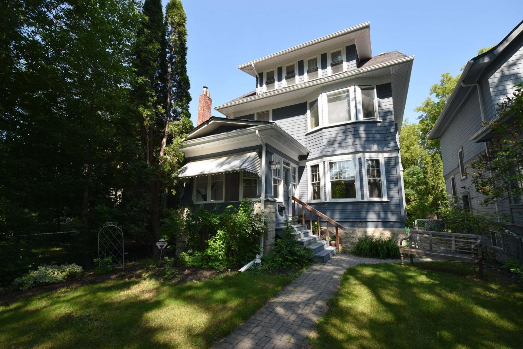 <p>TODD LEWYS / WINNIPEG FREE PRESS</p><p>Sitting on an oversized lot in Crescentwood, this updated 1912 home on McMillan Avenue delivers a getaway feel while being located in the heart of the city.</p>