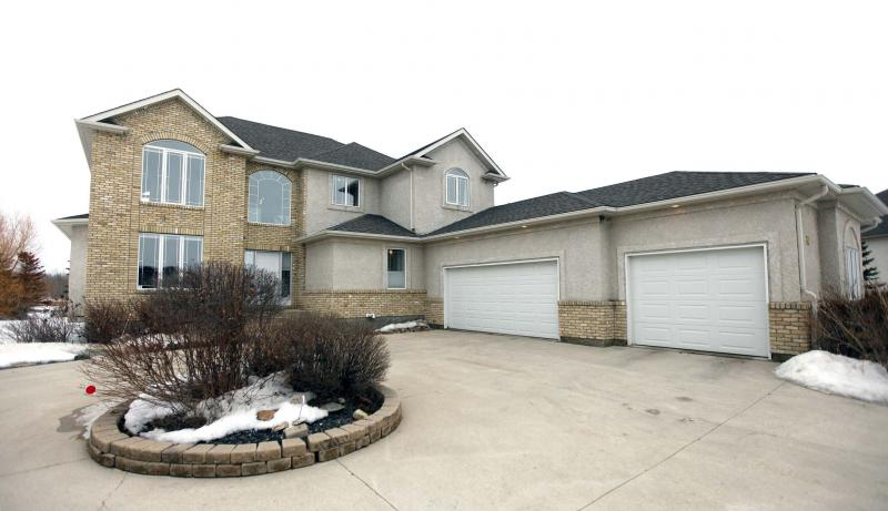 <p>10 Oakmont Cres. in Headingley. (Photos by Phil Hossack / Winnipeg Free Press)</p>