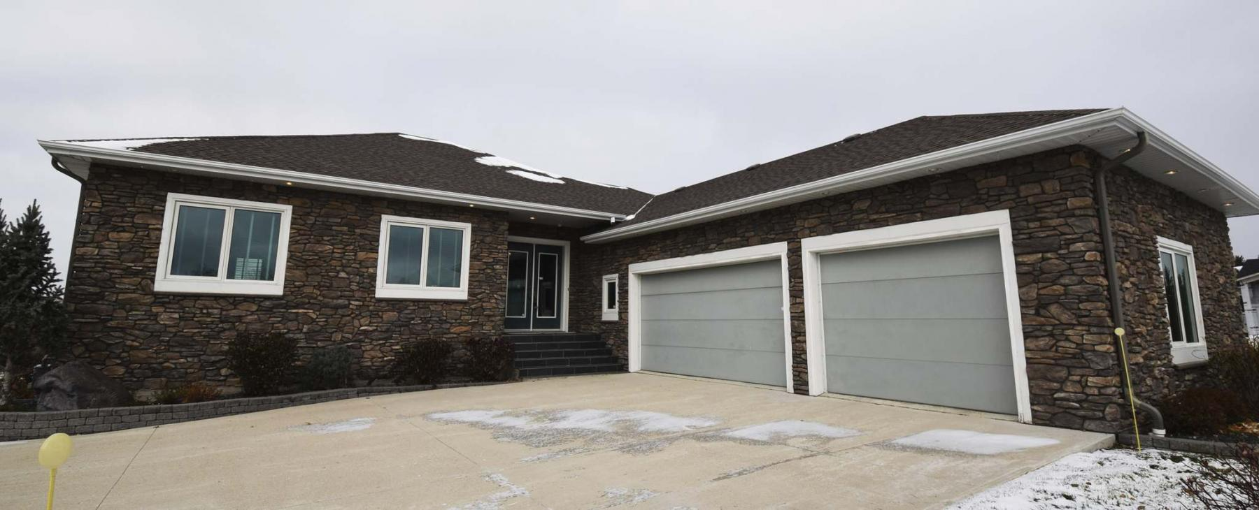 <p>Photos by Todd Lewys / Winnipeg Free Press</p><p>This huge bungalow was custom-built in 2004 and offers more than 4,300 square feet of living space.</p>