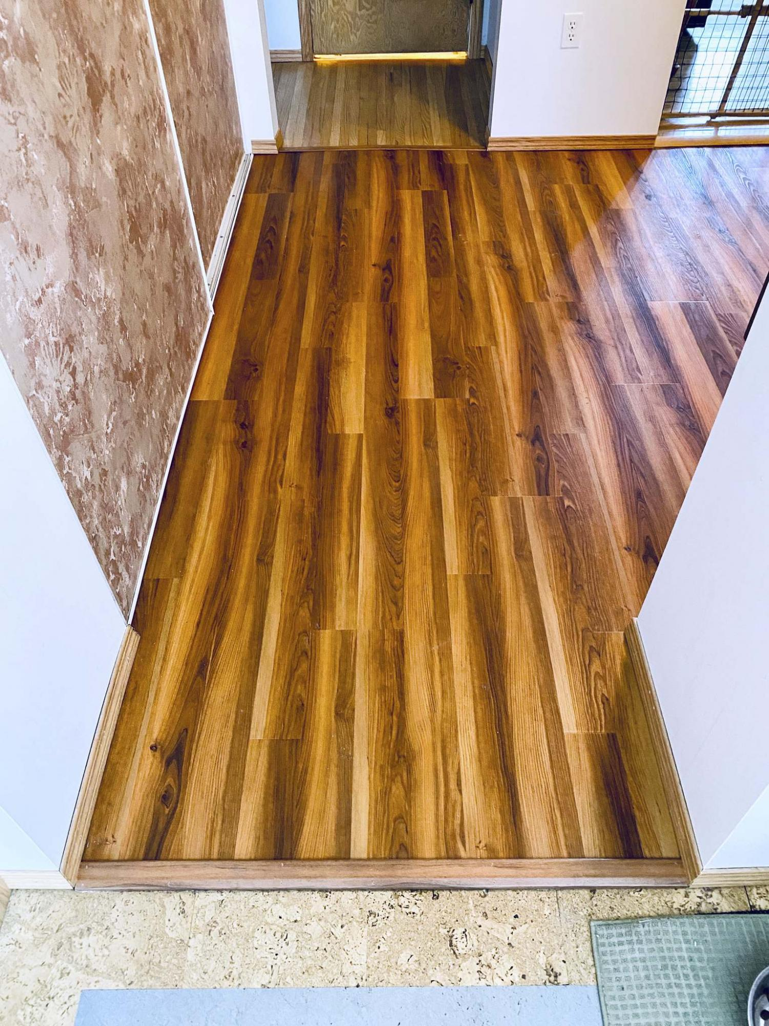 <p>Marc LaBossiere / Winnipeg Free Press</p><p>A bold woodgrain vinyl click flooring was installed in the computer room, which borders four other areas of the house. </p>