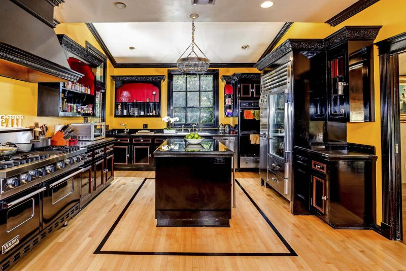 <p>Sean Garrison</p><p>Natalie Zea and husband Travis Schuldt paid US$2.15 million for a small compound in Glendale, Calif. The Spanish-style estate is awash in character details including three tiled fireplaces. The half-acre property includes attached and detached guest houses, a swimming pool and a sports court.</p>