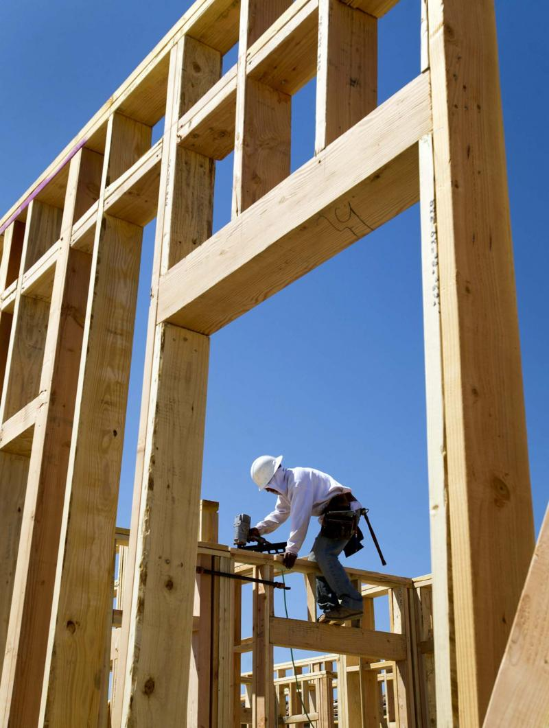 <p>David Paul Morris / Bloomberg files</p><p>It's important to know a number of factors may impact the building schedule of a new home.</p>