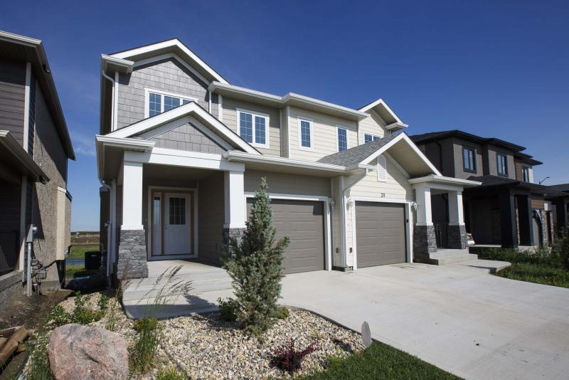 <p>When you add in the 600 square feet of livable space in the walk-out basement, the total livable square footage of 32 Landover Dr. in Bridgwater Trails comes to 2,272 sq. ft. (Mike Deal / Winnipeg Free Press)</p>