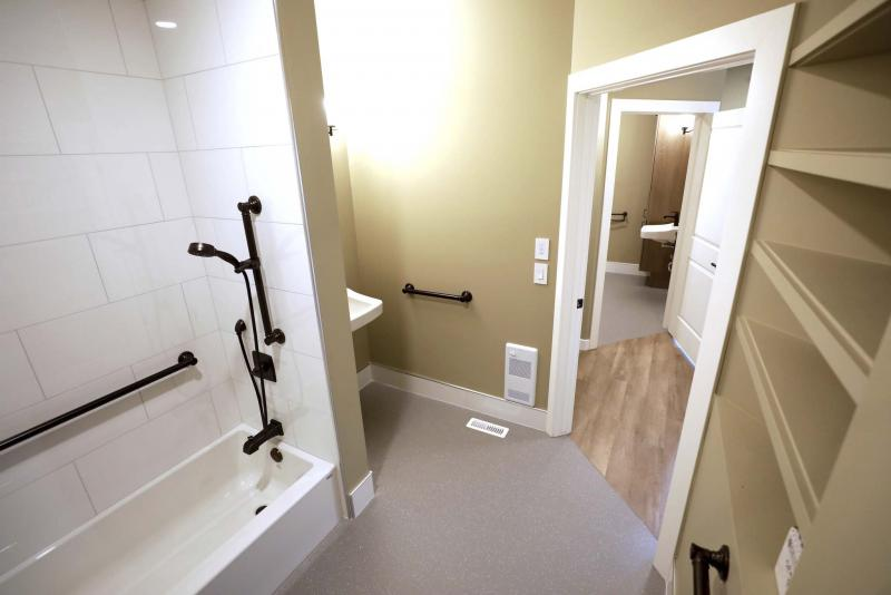 <p>RUTH BONNEVILLE / WINNIPEG FREE PRESS</p><p>Both bathrooms are outfitted with anti-slip linoleum flooring.</p>