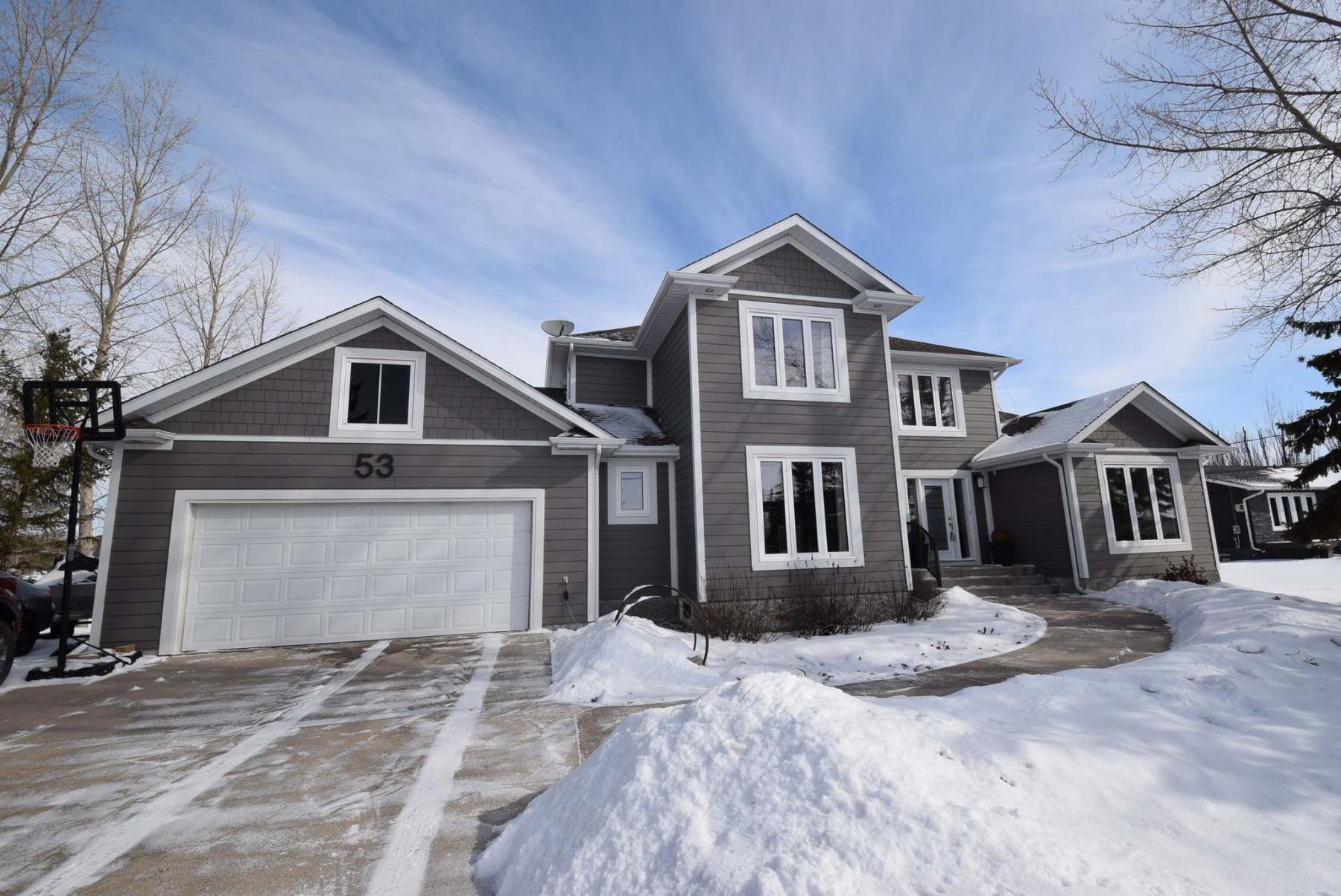 <p>Photos by Todd Lewys / Winnipeg Free Press</p><p>With its newer exterior, fresh windows, white garage door and sharp white trim, this home possesses immense curb appeal.</p>