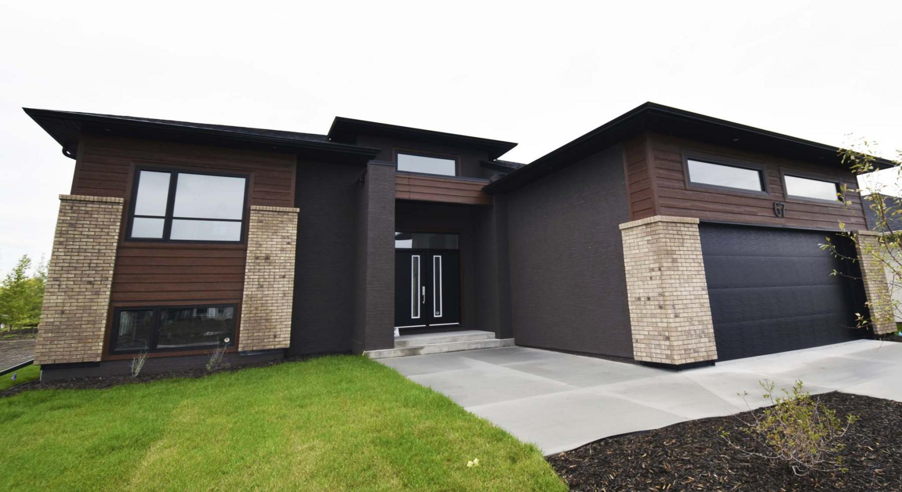 <p>Todd Lewys / Winnipeg Free Press files</p><p>As always, the award-winning show homes honoured at Friday's gala remain open for viewing, even after the Fall Parade of Homes.</p>