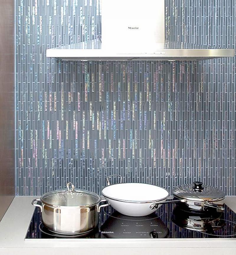 Kitchen Renovation Winnipeg: Glass Tiles Add Sparkle To Kitchen, Bath