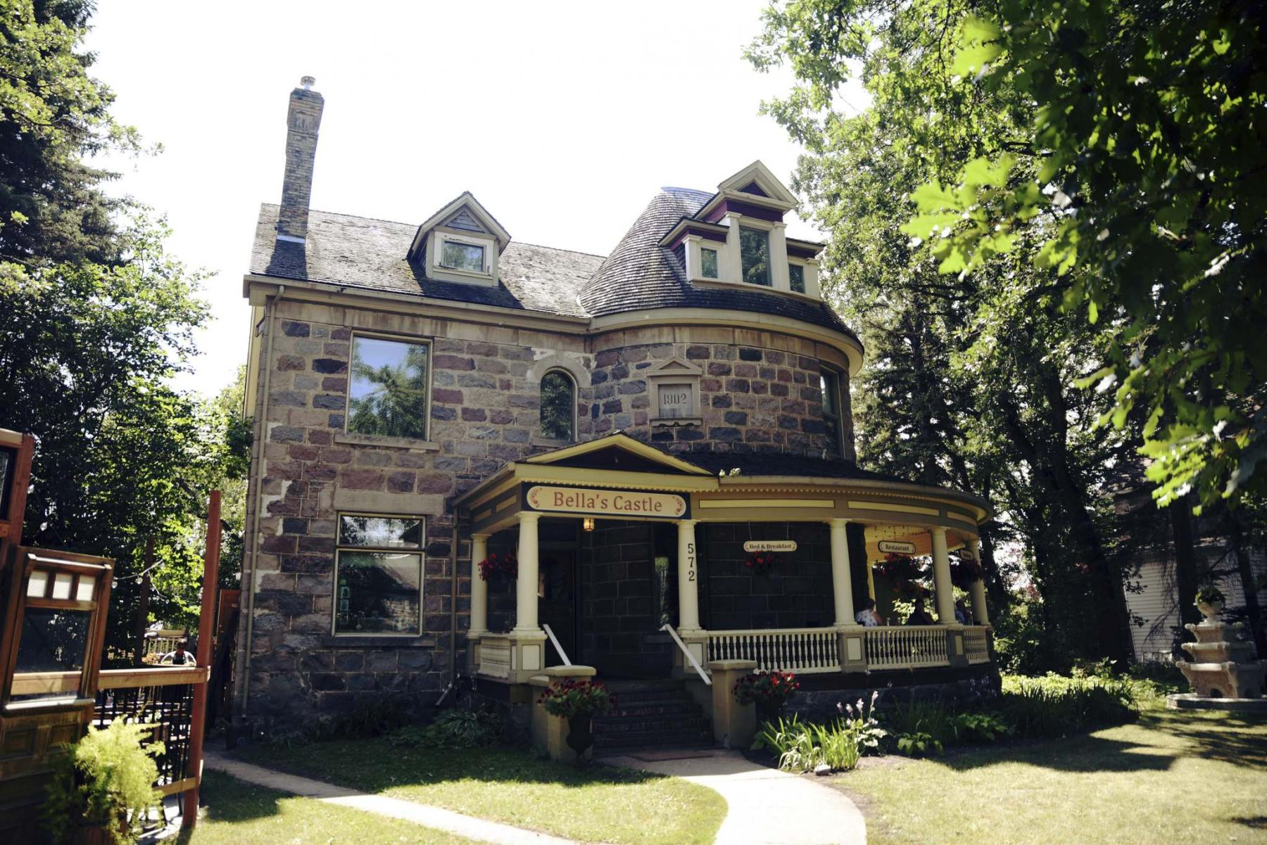 <p>Supplied </p><p>Bella's Castle is a vintage home in Morden that's being used as a hospitality, wedding and catering business, but owner Lily Krushel is selling it to spend more time with her family.</p>