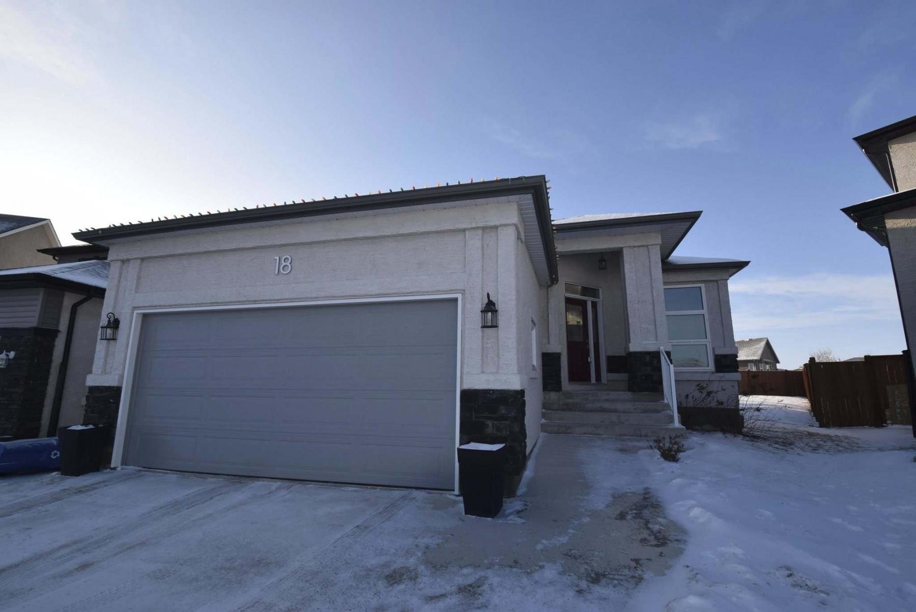 <p>Photos by Todd Lewys / Winnipeg Free Press</p><p>An attached two-car garage adds to the functionality of of this South Pointe home without adding to the purchase price.</p>