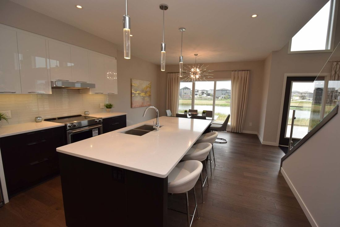 <p>Todd Lewys / Winnipeg Free Press</p><p>The kitchen has an eight-foot island with eating nook for three.</p>