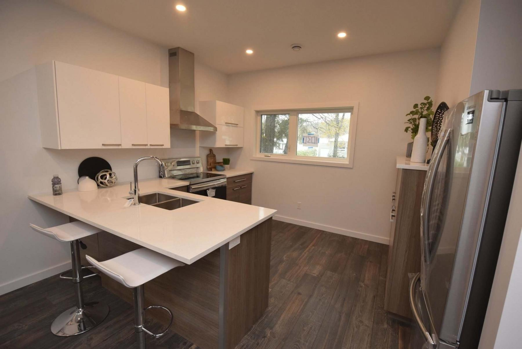 <p>TODD LEWYS / WINNIPEG FREE PRESS</p><p>The kitchen of the SUD Homes infill at1030 Edderton Ave. in West Fort Garry features an eating nook for two to three people and 1 1/4 -inch thick quartzcountertops.</p>