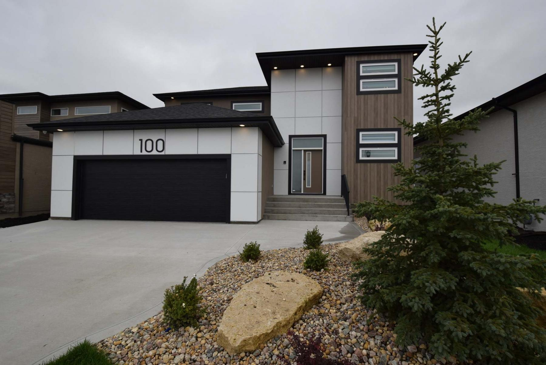 <p>Photos by Todd Lewys / Winnipeg Free Press</p><p>This two-storey home at 100 Creemans Cres. has obvious curb appeal, and its interior lives up to that stunning first impression.</p>