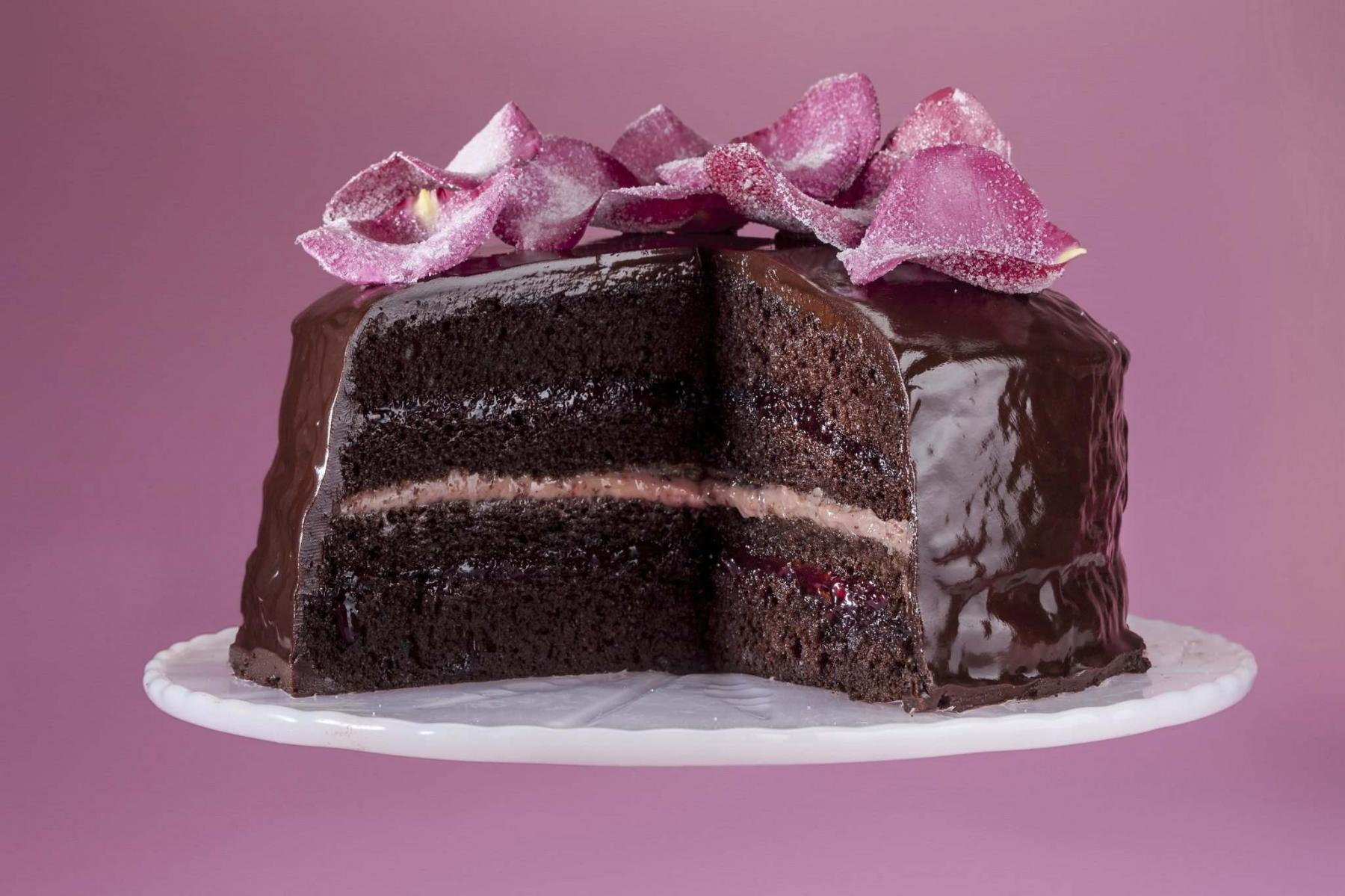 <p>Bill Hogan / Chicago Tribune files</p><p>If you want your cakes to leave 'em smiling, take care to bake right after mixing, use more layers for a given amount of batter and don't peek!</p>
