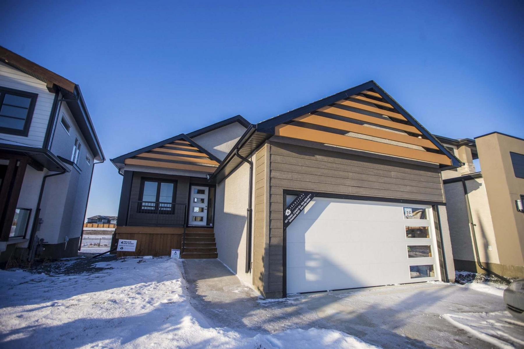 <p>MIKAELA MACKENZIE / WINNIPEG FREE PRESS</p><p>The 1,255-sq.-ft. raised bungalow at 16 Berry Hill Rd. in Prairie Pointe has an unassuming exterior, but it's anything but ordinary inside.</p></p>