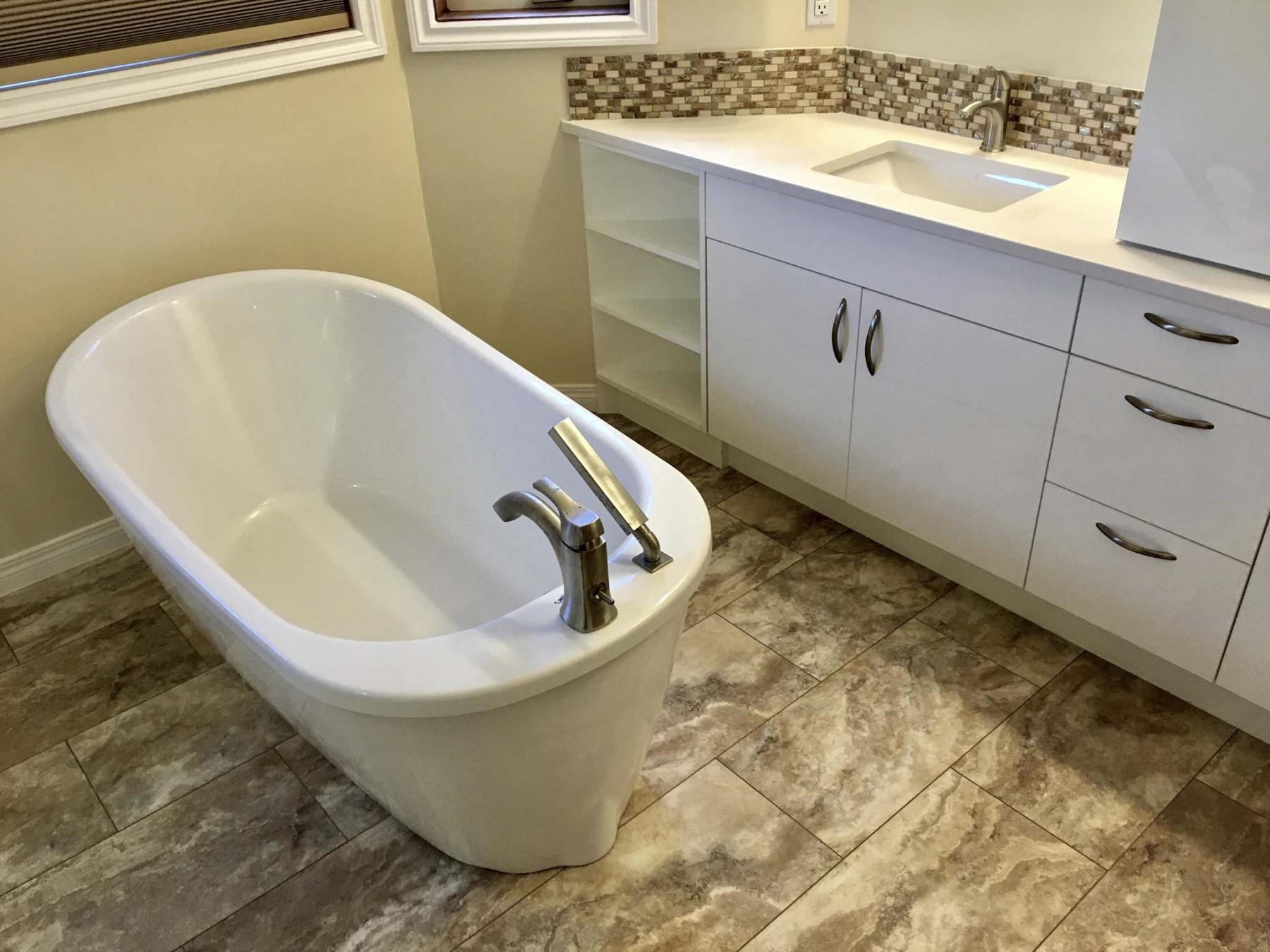 <p>Setting tub perpendicular to the back wall allows access to an eight-foot vanity with double-sinks.</p></p>