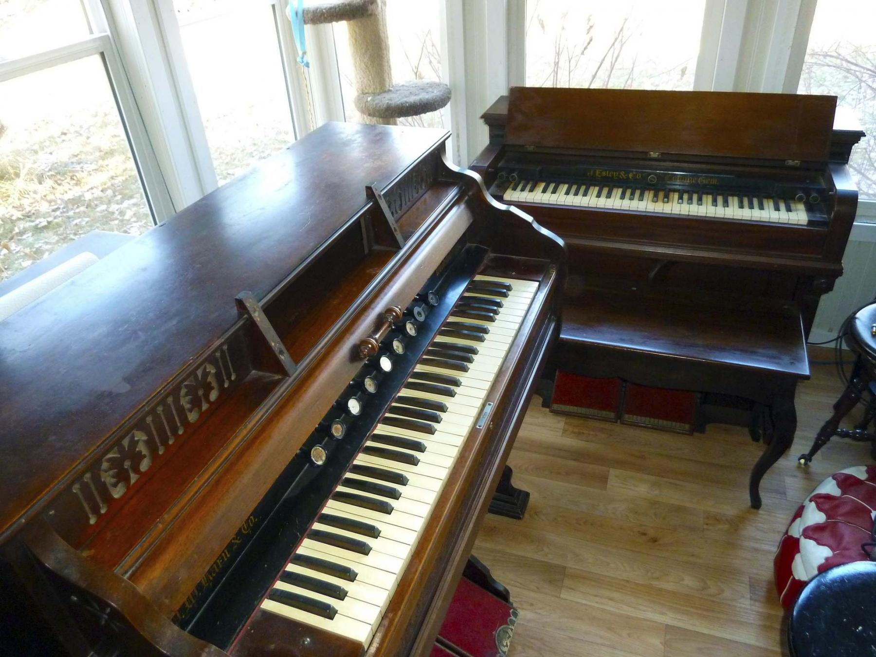 <p>Laurie Mustard / Winnipeg Free Press</p><p>Mustard has been collecting old pianos and organs, but he&rsquo;s running out of room.</p>