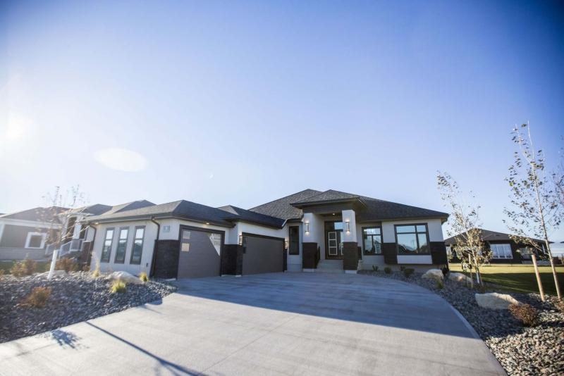 <p>PHOTOS BY MIKAELA MACKENZIE / WINNIPEG FREE PRESS</p><p>The 1,846-square-foot bungalow in Oak Bluff West has an extra-wide foyer that branches out into three main areas: the master suite at the left, the expansive great room in the middle and a bedroom wing to the right.</p>