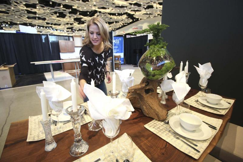 <p>Jessica Botelho-Urbanski / Winnipeg Free Press files</p><p>Dollhouse Design's Kelsey Kosman sets up at the 2018 Winnipeg Renovation Show at the RBC Convention Centre. The 2019 edition runs Jan. 11-13.</p></p>