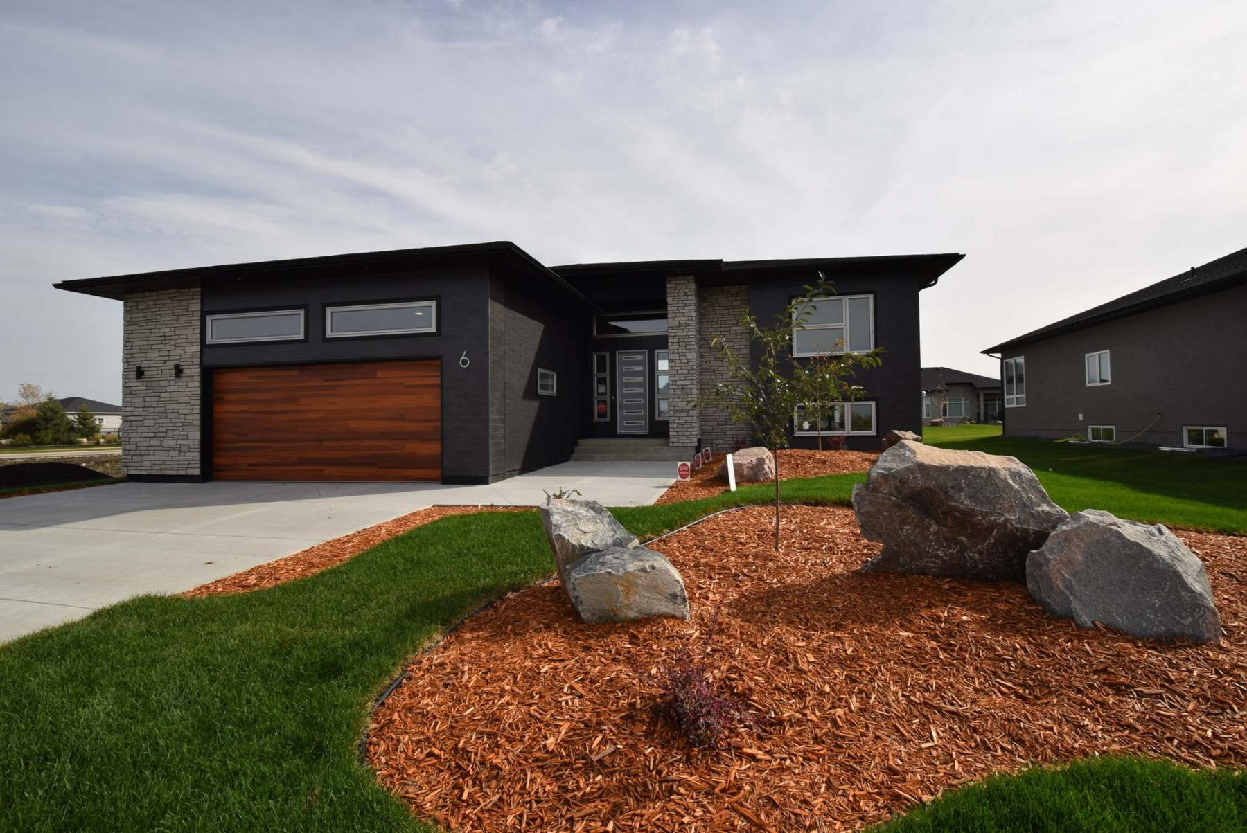 <p>Photos by Todd Lewys / Winnipeg Free Press </p><p>The 1,742 sq.-ft. raised bungalow&rsquo;s design is as sharp inside as it is outside.</p></p>