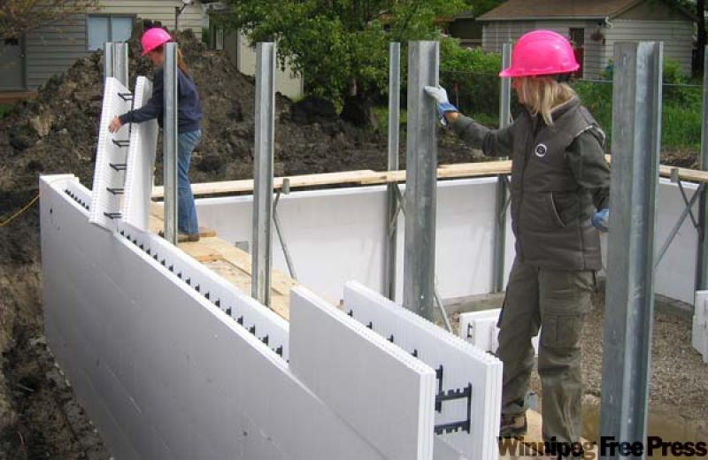 Icf foundations a good bet for modern homes winnipeg for Foam block foundation prices