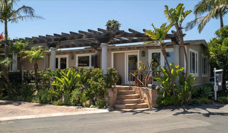 <p>Drummer Tris Imboden is selling his mobile home in Malibu for US$3.495 million.</p>