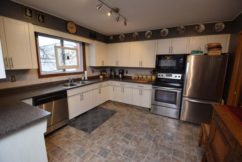 <p>Photos by Todd Lewys / Winnipeg Free Press <p /></p><p>The spacious kitchen features stainless steel appliances.</p>