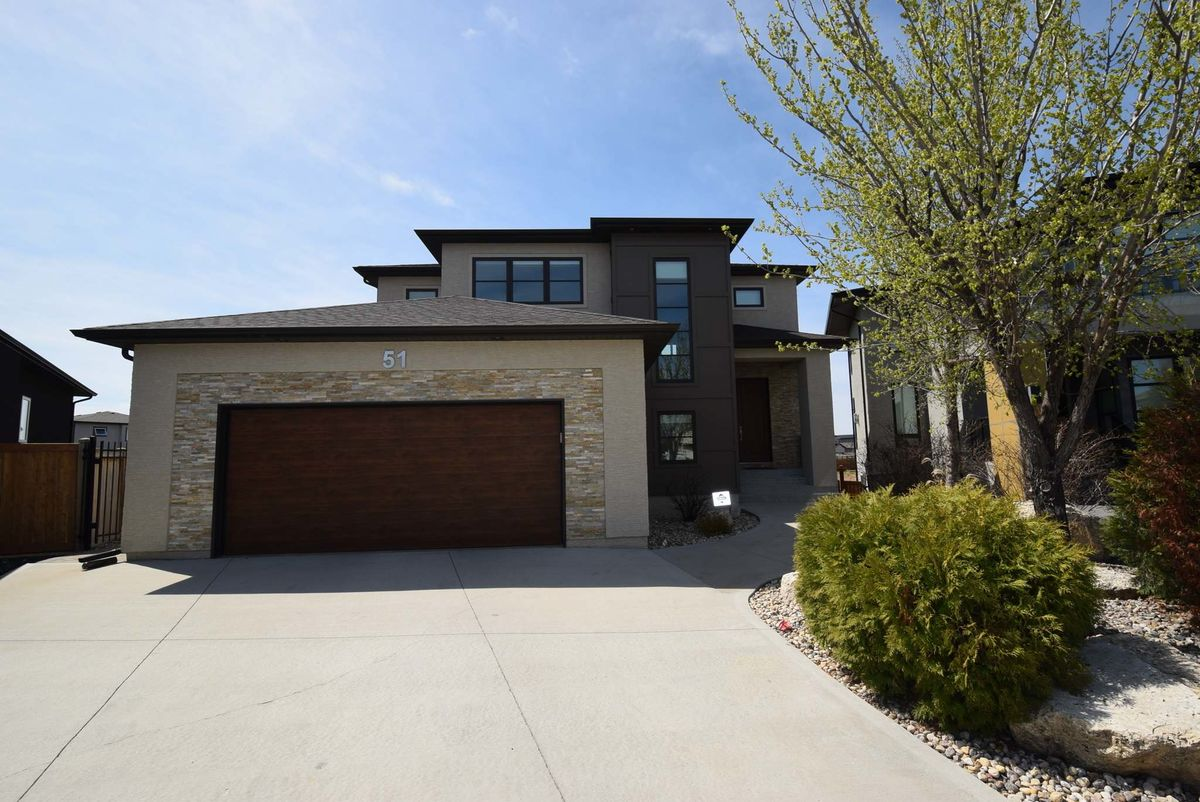 <p>Photos by Todd Lewys / Winnipeg Free Press</p><p>The front of the home at 51 Borealis Bay in Sage Creek doesn't tell the whole story, as a park-like backyard is 'like something out of a storybook.'</p>