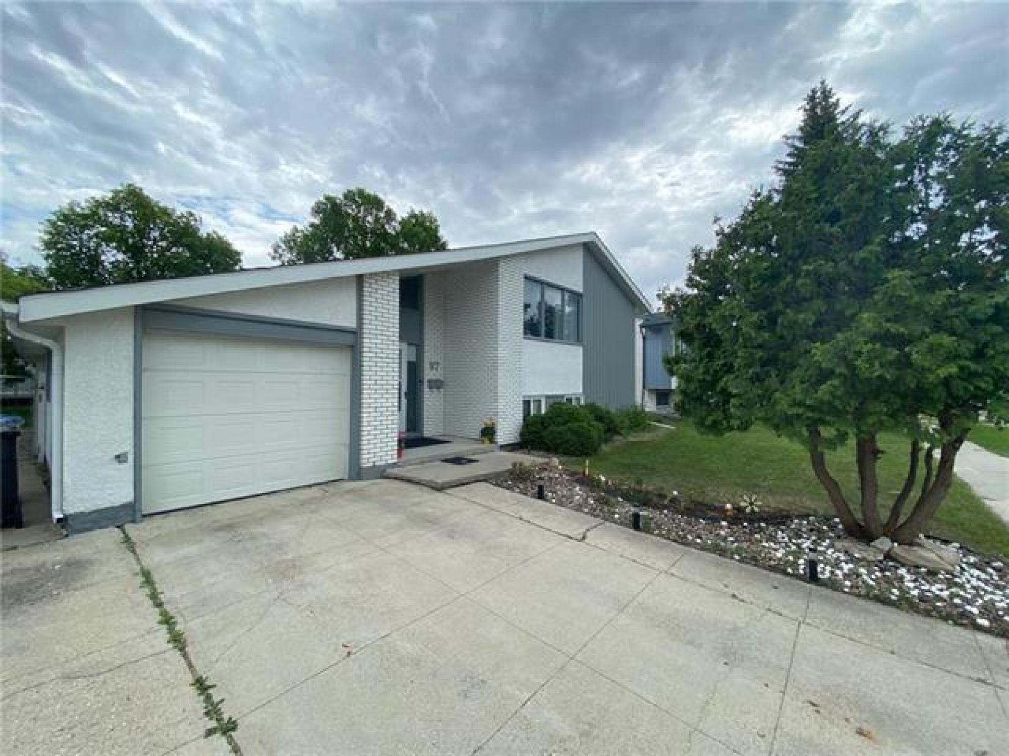 97 Cullen Drive R3r 1p3 4 Bedroom Bi Level For Sale South West Winnipeg Westdale Winnipeg Free Press Homes