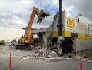 Crews demolish ...